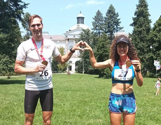Ivo a Katarína Došekovci. Obaja dobehli v celkovom poradí na 10 km na treťom mieste.