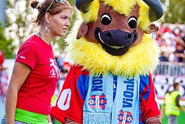 V hlasovaní si fanúšikovia za nového maskota určili zubra, ktorý dostal meno Vionko. Vo svojej premiére futbalistom šťastie nepriniesol.