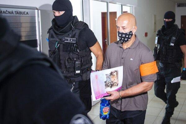 Obžalovaný Ladislav Viačn počas príchodu na pojednávanie na Špecializovanom trestnom súde 28. júla 2021 v Pezinku.