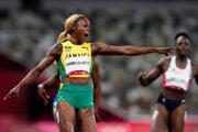 Elaine Thompsonová-Herahová zvíťazila v behu na 100 metrov žien.