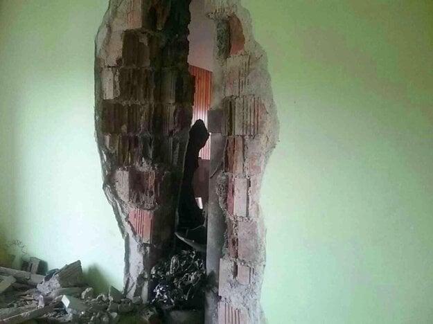 Po údere guľového blesku do rodinného domu v Detve.