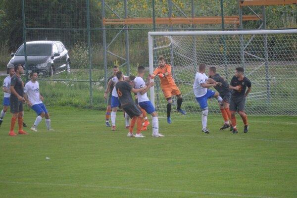 Momentka z derby V. Bierovce/Opatovce - Trenčianske Stankovce B.