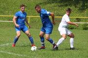 Do zostavy Brezovice sa vrátil aj Andrej Grman (pri lopte).