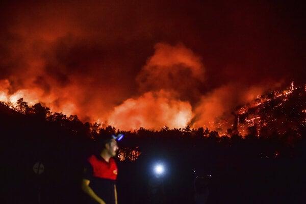 V Turecku horí siedmy deň.