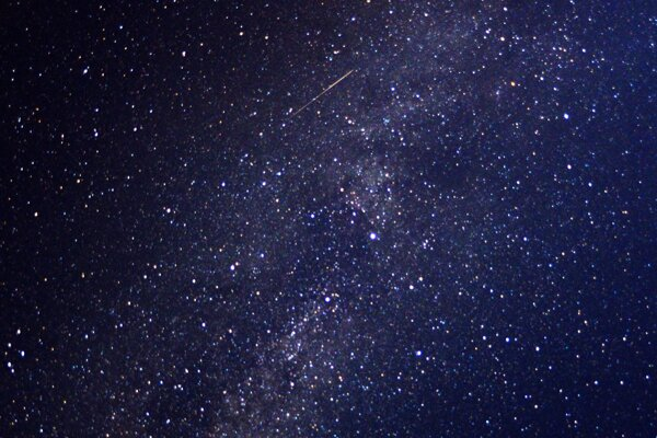 """Nočná obloha je v týchto dňoch vhodná na pozorovanie """"padajúcich hviezd"""", meteoritov Perzeíd."""