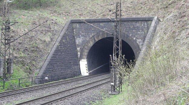 Bujanovský tunel.