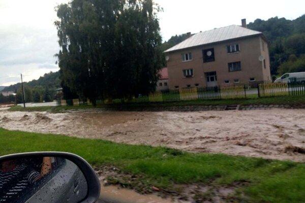 Hladiny vodných tokov stúpli.