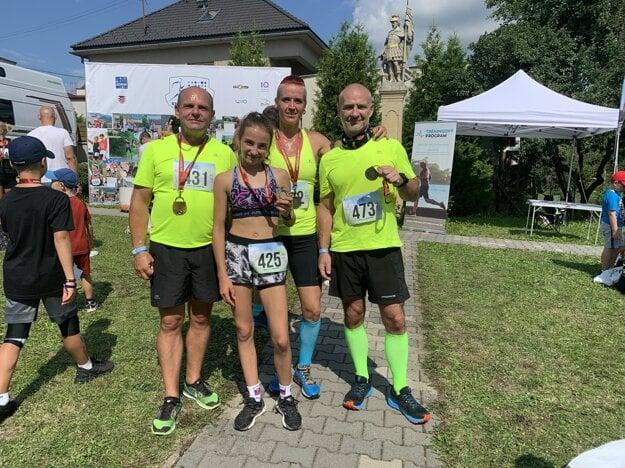 Lili s partiou športovcov z Bežci Lučenec