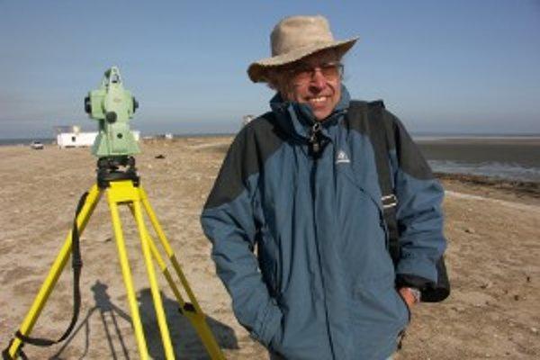 Archeológ Karol Pieta na výskume v Kuvajte.