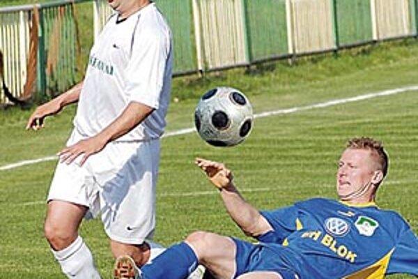 Zlaté Klasy (v bielom) vydreli výhru 1:0 s Močenkom.