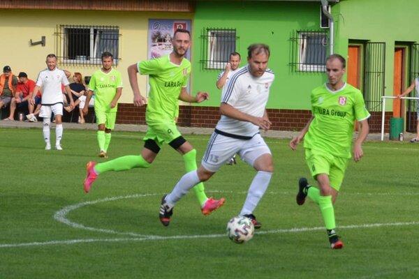 Záber zo zápasu Nový Tekov - Pohronský Ruskov 7:0 (4:0)