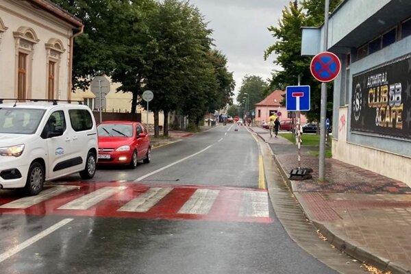 Ulica je prejazdná len v jednom smere.