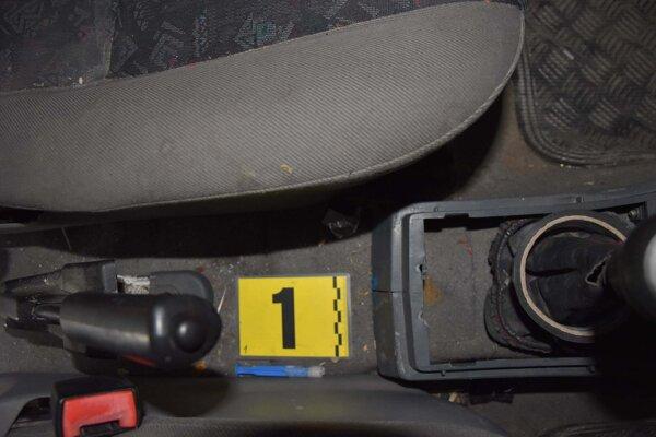 Drogy v aute prevážal v injekčnej striekačke.