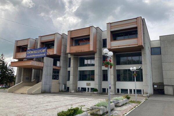 V tejto budove sídli vranovská knižnica.