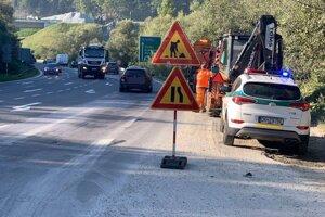 Práce budú prebiehať v pravom jazdnom pruhu v smere od Žiliny na Martin približne do 14.00 hod.