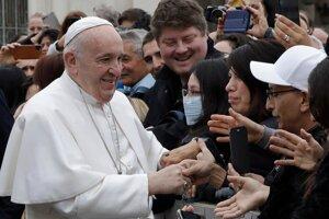 Na niektoré zo stretnutí s pápežom sa doteraz prihlásilo zhruba 80-tisíc ľudí. Bolo by ich viac, keby NCZI schválilo všetky žiadosti plne zaočkovaných.
