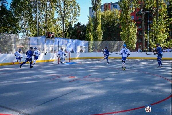 Počas víkendu sa uskutočnil zápas druhého kola Slovenskej hokejbalovej extraligy mužov medzi Popradom a Nitrou.
