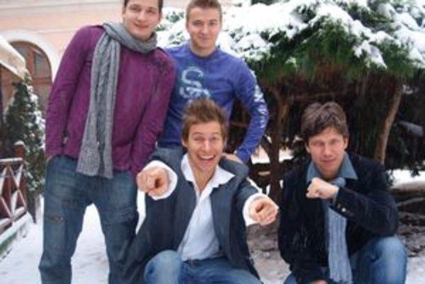 Zľava hore Peter Makranský, Martin Madej, Thomas Puskailer a Martin Kaprálik. Prednedávnom ako Boyband koncertovali v OC Mlyny.