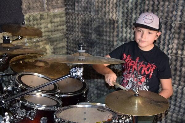 Nikolaj Čuvara z Levíc hrá v muzikáli Škola ro(c)ku.