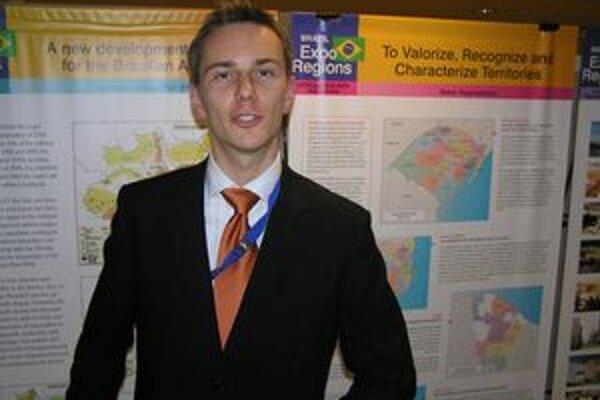 Zástupca kraja Tomáš Szlávik ostáva v Bruseli. Pre nitriansku župu pracuje od leta 2005.