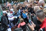 Petra Sagana obkolesilo množstvo fanúšikov. Každý chcel fotku a podpis.