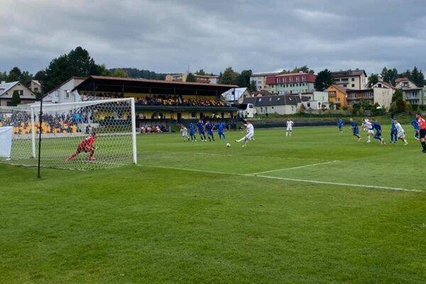 Jediný gól za Námestovo zaznamenal z 11 m Samuel Farský.