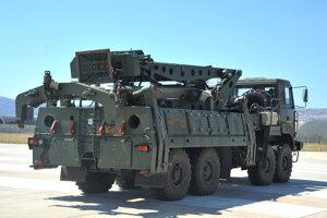 Američania kritizujú turecké nákupy ruských systémov protivzdušnej obrany S-400.