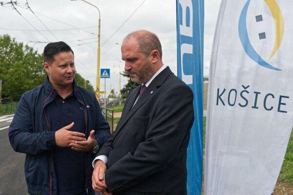 Pred komunálnymi voľbami a istý čas aj po nich spolupracovali. Teraz sú nezmieriteľní rivali - Ladislav Lörinc a Jaroslav Polaček.
