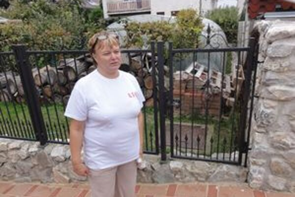 Zuzana Audyová musí spolu so svojimi susedmi používať žumpu.