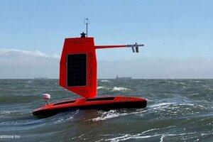 Saildrone je prvé bezpilotné plavidlo, ktoré vošlo do hurikánu.