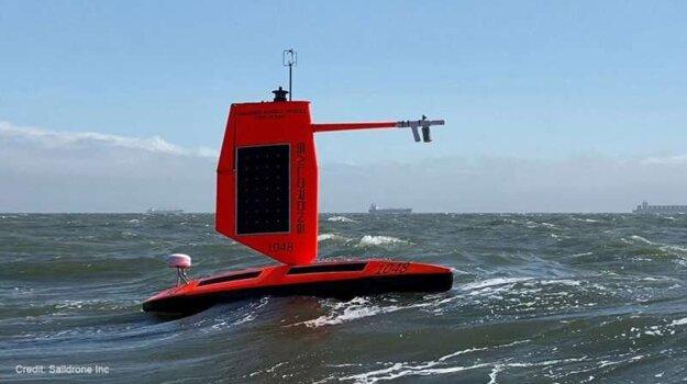 Saildrone je prvé bezpilotné plavidlo, ktoré urobilo zábery zvnútra hurikánu.