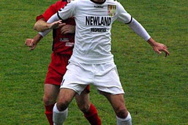 ČFK nezvládol šesťbodový zápas. Aj v nedeľu sa mužstvo z Dunajskej Stredy tešilo z výhry 1:0 v Nitre. V bielom autor gólu Harsányi, za ním Toricelli.