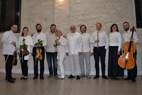 Potagonisti otváracieho koncertu medzinárodného hudobného festivalu Pro musica nostra v lučeneckej synagóge. Boli medzi nimi aj českí herci Vilma Cibulková a Petr Štépánek.
