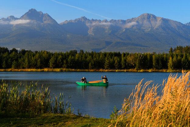 V lete je štrkovisko miestom oddychu a vodných športov. Na jeseň je tu už väčší pokoj. K fotogalérii sa dostanete po kliknutí na obrázok.