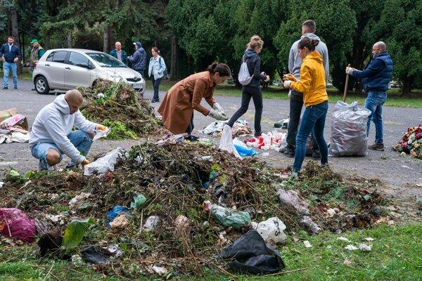 Nerecyklovateľné odpady sú súčasťou cintorínov celoročne, no na jeseň je situácia alarmujúca.
