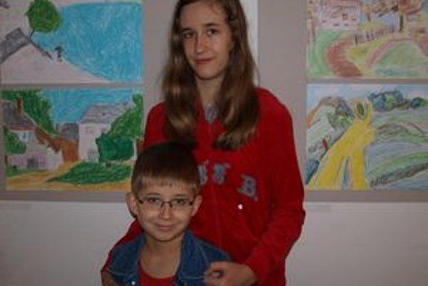 Na výstave mali veľa svojich obrázkov Lucia a Adamko Lopúchovci z Nitry.