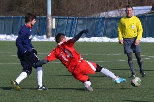 Umelý trávnik na futbalovom  štadióne v Lučenci slúžil 15 rokov.