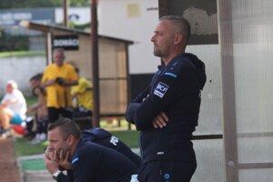 FC Nitra zatiaľ verejne nekomunikuje zmenenú pozíciu trénera Michala Ščasného (vpredu).
