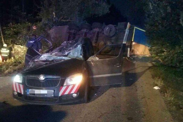 Medzi obcou Neded a Dedinou Mládeže v Nitrianskom kraji došlo 29. septembra k tragickej dopravnej nehode. Zomreli štyria ľudia.