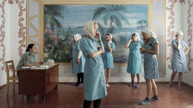 Témou filmu je pohľad na materstvo za múrmi väznice.