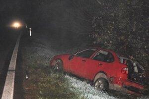 Mladík šoféroval auto pod vplyvom alkoholu a spôsobil pri tom dopravnú nehodu.