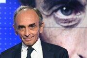 V prieskumoch prekvapil 63-ročný novinár a spisovateľ Éric Zemmour.