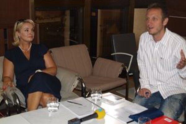 V Divadle Andreja Bagara sa stretli tvorcovia pripravovanej inscenácie Skok z výšky - Eva Pavlíková a Svetozár Sprušanský.