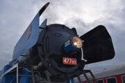 Rušeň Papagáj zhltol na trati Humenné – Trebišov a späť takmer päť ton kvalitného čierneho uhlia.