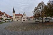 Vyľudnené historické centrum Bardejova.