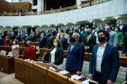 Na snímke poslanci Národnej rady SR počas rokovania 48. schôdze.