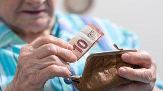 Dôchodcovia si pred Vianocami prilepšia. Kto dostane 50 a kto 300 eur?
