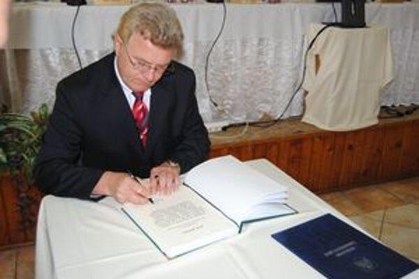 Poslanec Béla Angyal kandidoval za Most-Híd.