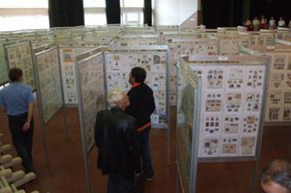 V Rišňovciach vystavili známky z celého sveta. Najväčší záujem bol o raketovú poštu a o známky z vojnového slovenského štátu.