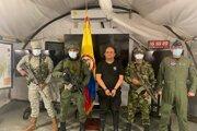 Dairo Antonio Úsuga (v strede) po zadržaní v Kolumbii, fotografiu agentúre AP poskytol tlačový úrad kolumbijského prezidenta.